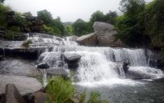drakensberg-mountains-amphitheater-royal-natal-national-park-cascades-hike-1