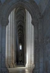 mosteiro-de-santa-maria-de-alcobac%cc%a7a-early-gothic-cistercia-church-alcobac%cc%a7a-portugal-2